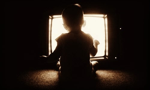آسیبهای استفاده از تلویزیون برای کودکان